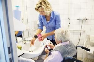 مراقبت های دندانی برای افراد مسن